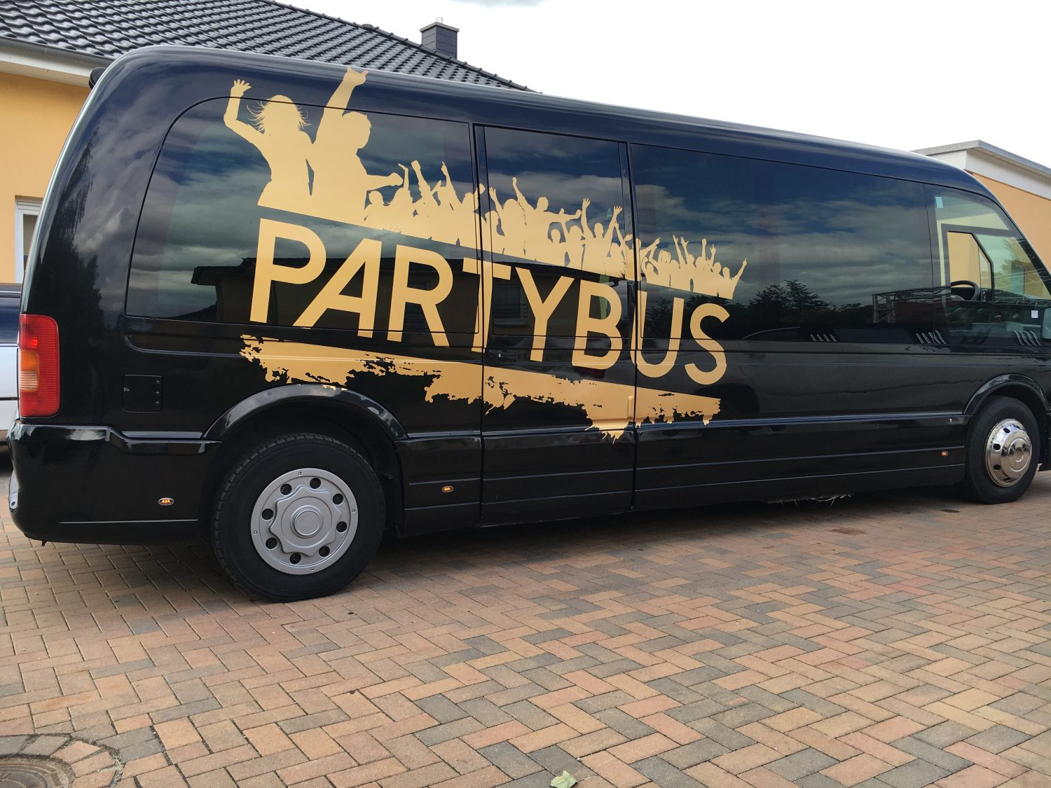 partybus mieten limo md limousinenservice magdeburg. Black Bedroom Furniture Sets. Home Design Ideas